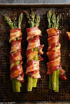 Bacon-Wrapped Asparagus This is the best appetizer recipe you're going to find. More than just bacon-wrapped asparagus, this easy recipe also includes a mouthwatering glaze. Best Appetizer Recipes, Bacon Recipes, Best Appetizers, Veggie Recipes, Healthy Recipes, Cooking Bacon, Cooking Recipes, Asparagus Bacon, Asparagus Appetizer