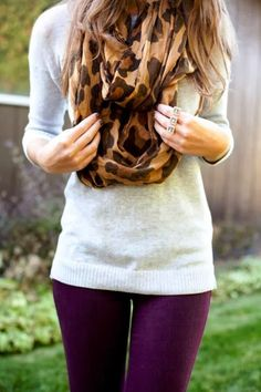Plum Skinny Jeans With A White Sweater And Cheetah Scarf. I want Plum Skinny Jeans! And I gotta find a cheetah scarf! This outfit is perfect in every way possible. Autumn Look, Fall Looks, Autumn Winter Fashion, Fall 14, Look Fashion, Girl Fashion, Womens Fashion, Fashion Shoes, 1950s Fashion