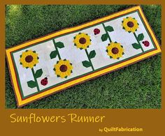 Sunflower Table Runner with Ladybugs, Summer Table Decor, PDF Quilt Pattern Striped Table Runner, Quilted Table Runners, Quilting Tutorials, Quilting Designs, Quilting Ideas, Summer Table Decorations, Dresden Quilt, Sunflower Quilts, Picnic Quilt
