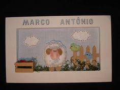 Enfeite para a porta da maternidade ou simplesmente decorar o quartinho do seu bebê. <br> <br>Quadro de mdf, pintado e decorado com tecido. <br>Ovelhinha confeccionada em feltro. <br> <br>Personalizo com o nome da criança.