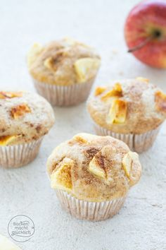 Looking for simple, quick apple muffins with yogurt? These great apple muffins are always well received Looking for simple, quick apple muffins with yogurt? These great apple muffins are always well received Easy Donut Recipe, Donut Recipes, Cupcake Recipes, Baking Recipes, Snack Recipes, Dessert Recipes, Muffins Sains, Apple Recipes Easy, Vegan Appetizers