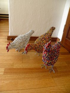 A large Purple Multicolored Chicken! This handmade sculpture is made from steel wire, hand bent into a three dimensional, free standing sculpture.wire and bead animal Chicken Wire Art, Chicken Wire Crafts, Chicken Wire Sculpture Diy, Crafts For Kids, Arts And Crafts, Paper Crafts, Free Standing Sculpture, Chickens And Roosters, Beaded Animals