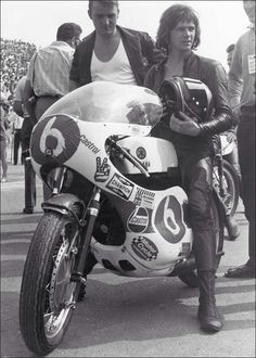 Barry the man Old School Motorcycles, Racing Motorcycles, Yamaha 250, Motogp Race, Motorcycle Racers, Road Racing, Racing Bike, Biker Chick, Champions