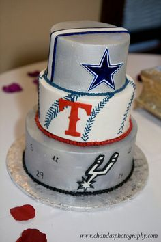 Grooms cake with a Texas sports theme change bottom to mavericks Spurs Cake, Dallas Cowboys Cake, Cowboys Football, Cowboy Groom, Texas Cake, Sports Themed Cakes, Cowboy Cakes, Team Groom, Cowboy Birthday