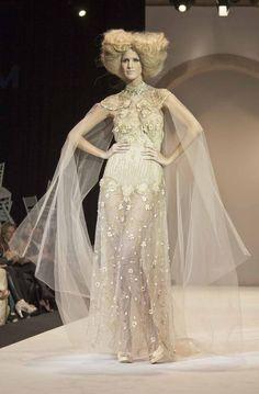 Bridal dress by Marco&Maria (M&M), Tenerife, Spain. Wonderful!!! Photo by David Domínguez.