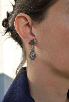 Moderne Ohrringe zur Tracht