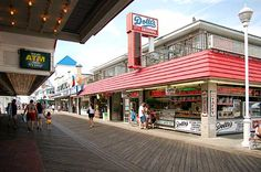 To the south, Dolle�s is known for their famous saltwater taffy and caramel popcorn. To the left are more fun games that are part of the Ocean Pier Rides.