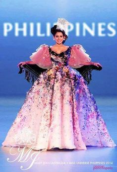 Mary Jean Lastimosa in her Filipino traditional clothing ( Maria Clara ) in a modernized style that looked like inspired or created by Elle Saab? I dunno, it's too beautiful. Maria Clara Dress Philippines, Modern Filipiniana Gown, Elegant Dresses, Casual Dresses, Filipina Beauty, Belle Beauty And The Beast, Festival Costumes, Couture Collection, Traditional Dresses