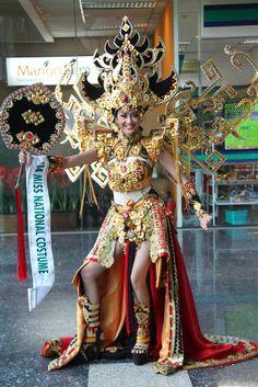 Kadayawan Festival, Thailand Costume, Samba, Caribbean Carnival Costumes, Native Wears, Egyptian Costume, Weird Fashion, Fantasy Dress, Fashion Sketches