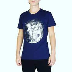 Versace Jeans Blue Cotton T-shirts RRP Gender:Man - Type:T-shirt - Sleeves:short - Neckline:round - Material:cotton - Pattern:solid colour - Washing:wash at C - Model height, - Model wears a size:M - Details:visible logo, prints. Versace Jeans Mens, Versace Men, Laura Biagiotti, Emporio Armani, Hugo Boss, Men's Fashion, Fashion Beauty, Fashion Vintage, Blue Fashion