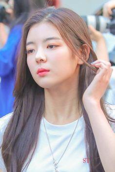 Kpop Girl Groups, Korean Girl Groups, Kpop Girls, K Idol, Nayeon, New Girl, South Korean Girls, Wattpad, Brazil