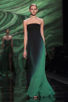 Fashion Week New York 2013, Monique #Lhuillier (Foto: Reuters). #newyork #fashionweek www.noz.de/69528453/