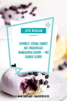 Blaubeer Zitrone Donuts mit zuckerfreier Schokoladen Glasur gesüßt mit ErythritGanz neu im Sortiment und sooo lecker! Unsere Lower Carb* Donuts - kohlenhydratreduziert*! Bestell jetzt gleich deine 2er Box mit leckeren Blaubeer Zitrone Donuts mit Pastell-Lila Schokoladenglasur!Die Donuts sind wunderbar fluffig und haben eine köstliche Glasur aus zuckerfreier weißer Schokolade.Die Donuts lassen sich auch wunderbar einfrieren. Jetzt bestellen! Low Carb Backen, Low Carb Desserts, Coleslaw, Donuts, Place Card Holders, Pastel Purple, Carb Free Recipes, Waffles, Frost Donuts