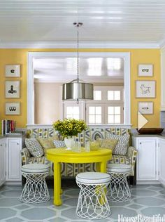 window seat in the middle of the kitchen. Love the pop of yellow!