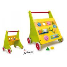 Ce ravissant pousseur chariot en bois occupera vos enfants de longs moments. Solide et coloré, ce chariot de marche est à la fois l'aide idéale pour l'apprentissage de la marche et également une invitation à découvrir par le jeu le monde de la coordination œil-main et de la motricité fine ! Tourner des engrenages, un rouleau à clochettes ou un bouton faisant clic, encastrer des formes géométriques dans l'ouverture correspondante, les tout-petits apprennent un tas de choses ! Best Kids Toys, Montessori Toys, Wooden Toys, Cool Kids, Invitation, Children, Dimensional Shapes, Wooden Toy Plans, Young Children