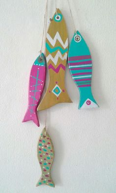 Fish Crafts, Beach Crafts, Kids Art Class, Art For Kids, Painted Fish, Driftwood Fish, Seashell Projects, Clay Fish, Wooden Fish