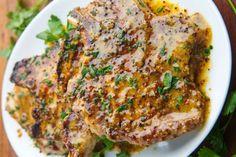 Honey and mustard pork chops . an ideal marinade .- Simple recipe of honey and mustard pork chops! Diner Recipes, Pork Recipes, Cooking Recipes, Healthy Recipes, Recipies, Brown Sugar Pork Chops, Mustard Pork Chops, Bbq Burger, Bbq Steak