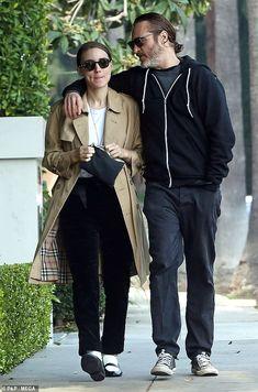 Rooney Mara & Joaquin Phoenix in LA, January 2018 Rooney Mara, Rooney And Kate Mara, Couple Outfits, Fall Outfits, Casual Outfits, Joaquin Phoenix, Casual Mom Style, My Style, European Girls