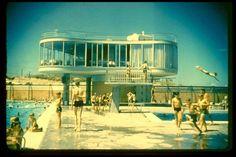 Centenary Pool, Spring Hill, architect: James Birrell (via Queensland's hot modernist architecture shows bold city vision) Brisbane Architecture, Creative Architecture, Australian Architecture, Architecture Design, Library Architecture, Colani, Airlie Beach, Queenslander, Venice Biennale