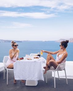 Exploring Oia, Santorini - The Londoner Best Friend Goals, Best Friends, Friends Girls, Close Friends, Rosie Londoner, I Need Vitamin Sea, How To Pose, Adventure Is Out There, Bffs