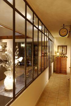 verri re avec deux panneaux ouvrants verri res d 39 int rieur ghislain antiques cuisine. Black Bedroom Furniture Sets. Home Design Ideas