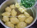 Supa de pui cu galuste preparare reteta Pickles, Cucumber, Chicken, Meat, Food, Essen, Meals, Pickle, Yemek