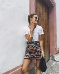<p>Camiseta + minifalda joya.</p>