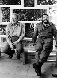 Fidel Castro and Leonid Brezhnev, in Havana, Cuba .B/W Photo Colourised by Pearse. Viva Cuba, Greatest Presidents, Fidel Castro, Historical Pictures, Special People, World History, History Pics, Old Photos, Ukraine