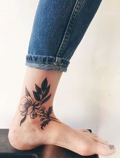 Piercings and Tattoos Foot Tattoos, Flower Tattoos, New Tattoos, Body Art Tattoos, Small Tattoos, Tatoos, Tattoo Forearm, Tattoo Floral, Random Tattoos
