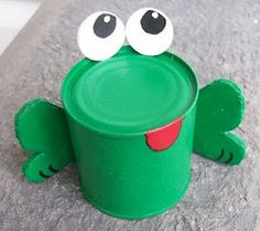 Just paint, can and paper Tin Can Crafts, Crafts For Kids To Make, Art For Kids, Recycled Art Projects, Recycled Crafts, Craft Projects, Craft Ideas, Recycled Garden, Frog Crafts