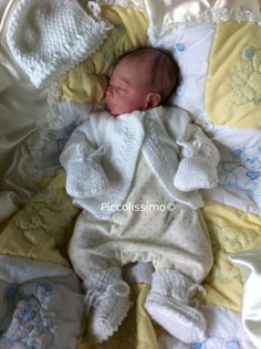 White 4 piece knitted set preemie Piccolissimo