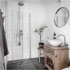 New vintage interior sinks ideas Bathroom Toilets, Bathroom Renos, Laundry In Bathroom, Bathroom Interior, Small Bathroom, Bad Inspiration, Bathroom Inspiration, Dream Bathrooms, Beautiful Bathrooms