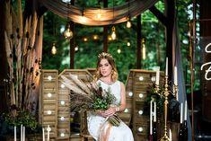 Capim dos pampas: 91 formas de usar na decoração do casamento Boho Chic, Table Decorations, Wedding, Home Decor, Outdoor Ceremony, Minimalist Wedding, Decorating Tips, Flower Arrangements, Altars