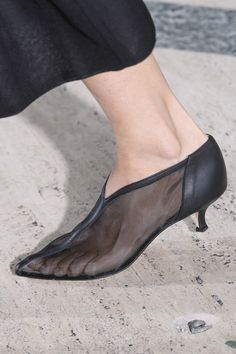 Tibi at New York Fashion Week Spring 2019 - Details Runway Photos Pretty Shoes, Beautiful Shoes, Cute Shoes, Me Too Shoes, Winter Shoes For Women, Shoe Pattern, Shoe Brands, Summer Shoes, Designer Shoes