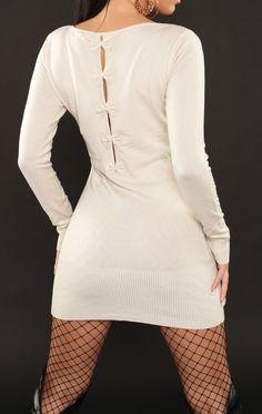 Biała dzianinowa sukienka z kokardkami na plecach