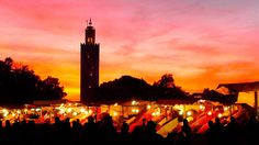 Os mercados Públicos chamados de Souks onde se encontram os mais diversos artigos de Marrocos tais como os temperos, joias, tapetes, cerâmicas, peças de couro e outros itens produzidos