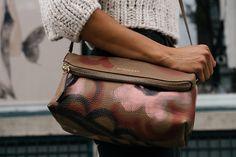 Oh oh: zo zwaar mag je schoudertas zijn
