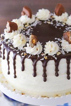 Almond Joy Layer Cake – layers of moist chocolate cake, flakey coconut filling and almonds, coconut frosting and chocolate ganache! Almond Joy Cake, Almond Cakes, Almond Joy Cupcakes, Just Desserts, Delicious Desserts, Cake Recipes, Dessert Recipes, Coconut Frosting, Smooth Cake