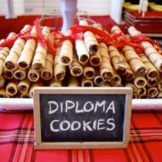 Pirouette cookies to look like diplomas. Mehr von meiner Degrees Party Ideas You'll Want To Steal Degrees Party Ideas You'll Want To Steal Graduation Gifts College Degree Actually Want (And Need)Senior graduation photos degree photography session Graduation Desserts, Graduation Party Foods, College Graduation Parties, Graduation Celebration, Graduation Decorations, Grad Parties, Graduation Cookies, Graduation 2016, Kindergarten Graduation