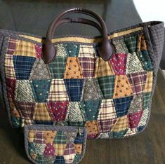 Patchwork Bags, Quilted Bag, Hexagon Patchwork, Triangle Bag, Japanese Bag, Bag Pattern Free, Fabric Bags, Handmade Bags, Quilt Making