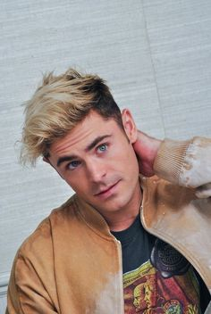 Photo of Zac Efron, photo 490 of 10574 - Dying Hair Blonde, Men Blonde Hair, Blonde Dye, Dying My Hair, Bleach Blonde, Cool Hairstyles For Men, Boy Hairstyles, Haircuts For Men, Men Blonde Highlights