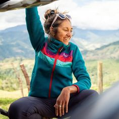 (paid link) Clothing Material. In general, avoid cotton clothing when it comes to hiking. Cotton holds onto moisture, so it keeps you feeling sweaty in hot .... **Want to know more, click on the image. Beach Volleyball, Mode Plein Air, Cute Hiking Outfit, Outdoorsy Style, Granola Girl, Surfer Girl Style, Winter Outfits, Girl Fashion, Windbreaker