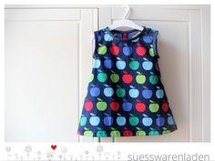 Zuckersüßes Kleidchen aus leichtem Baumwollstoff mit Äpfeln. Ideal für warme Sommertage, kann aber auch mit Body/ Longsleeve und Leggins/ Strumpfho...