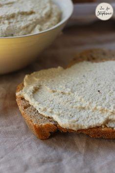 Fromage à tartiner végétal riche en protéines à base de noix de cajou, amandes et graines de chanvre décortiquées.
