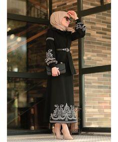 WhatsApp bilgi ve sipari? Smart Casual Outfit, Office Outfits Women Casual, Woman Outfits, Casual Dresses For Women, Clothes For Women, Hijab Fashion, Fashion Clothes, Fashion Outfits, Modesty Fashion