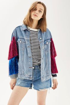 The MOTO denim jacket gets a quirky update in this totally unique style. Oversized in a mid stone wash, it comes with red and blue tinsel detail to the sleeves.
