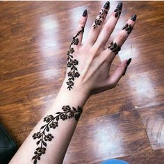 Floral Latest Mehndi Designs 2019 For Hands, There is the growing trend of mehndi designs, also known as henna tattoo designs which is now the main element for women. Mehndi Designs Finger, Henna Tattoo Designs Simple, Arabic Henna Designs, Mehndi Designs 2018, Mehndi Designs For Fingers, Unique Mehndi Designs, Beautiful Henna Designs, Rose Mehndi Designs, Beautiful Mehndi