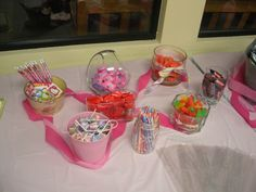 Hello Kitty Bday Party...let the kids fill up their own treat/favor bags from the candy bar