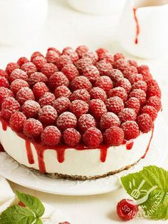 This Raspberry Glazed Cheesecake is the full of creamy smooth goodness that will satisfy is can be so difficult to find in vegan recipes Vegan Cheesecake, Cake & Co, Something Sweet, Ricotta, Cake Cookies, Sweet Recipes, Vegan Recipes, Love Food, Yummy Treats