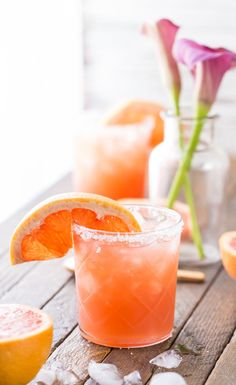 Grapefruit Salty Dog This pink beauty is actually a simple mixer. Combine vodka and grapefruit juice, and serve over lots of ice in glasses heavily rimmed in sea salt. Garnish with grapefruit slices